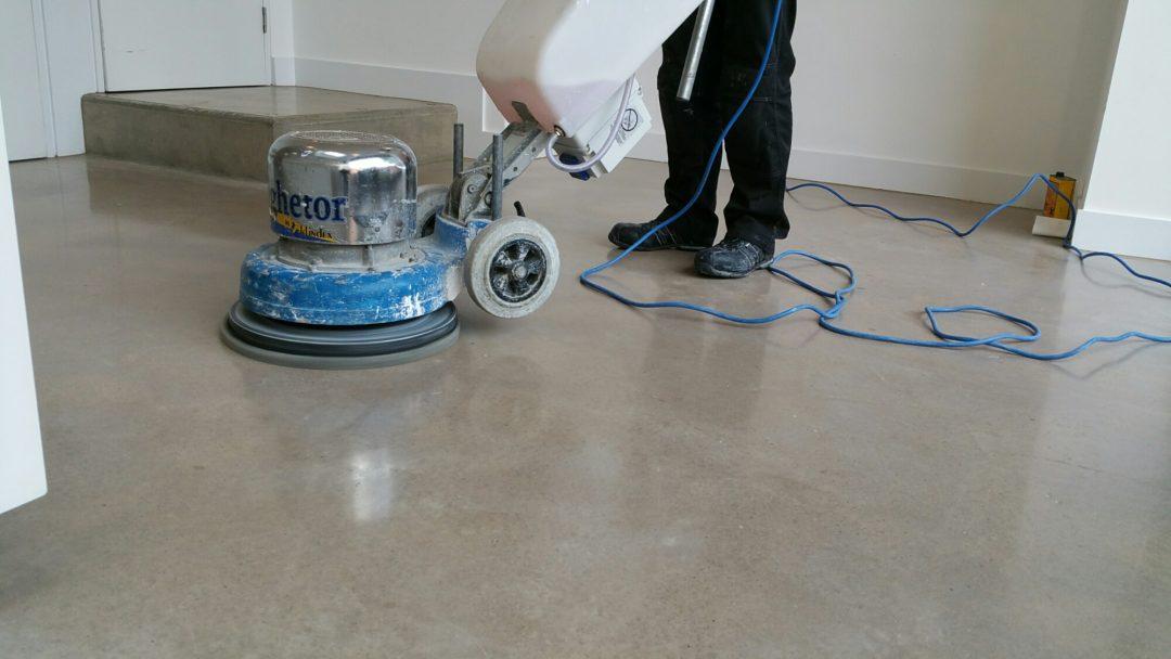 когда можно шлифовать бетон после заливки